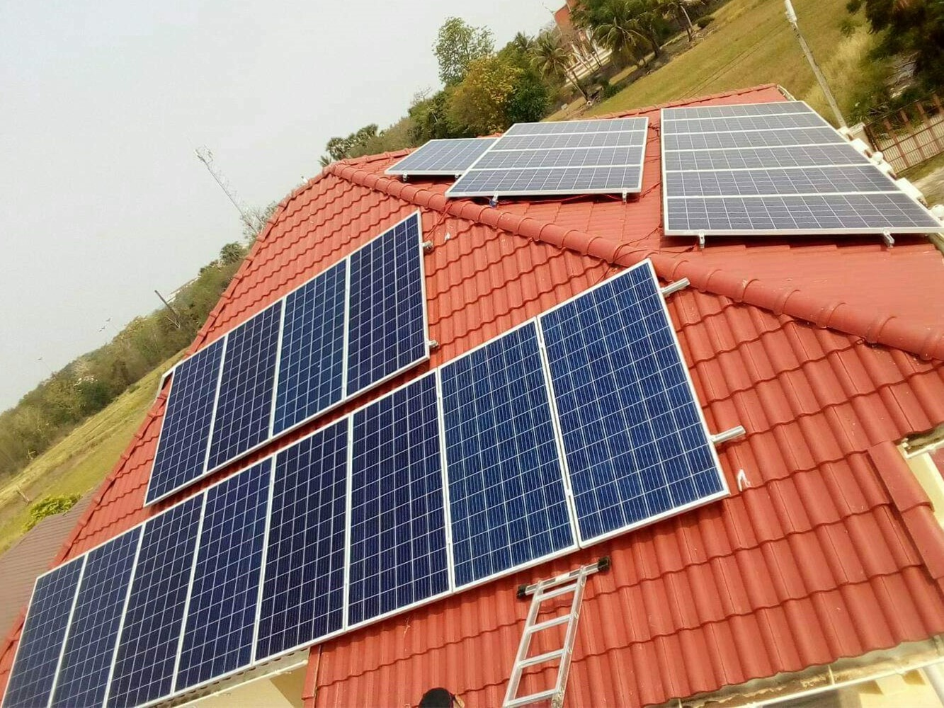 Roof mounted pv system